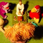 куклы слушают Мастера Го